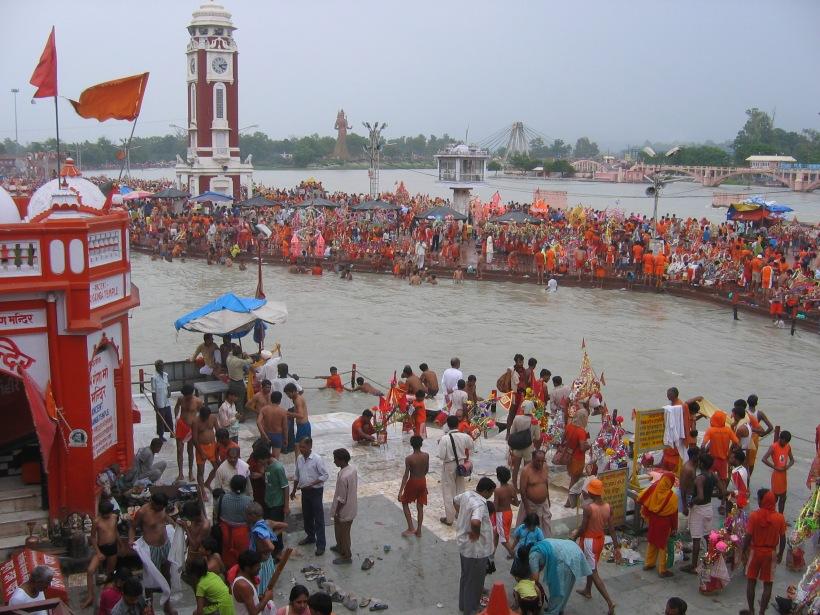 Malviya_dwipa_island_across_Har_ki_Pauri_during_Kavad_mela,_Haridwar