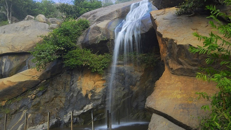 jalagamparai-waterfalls- yelagiri